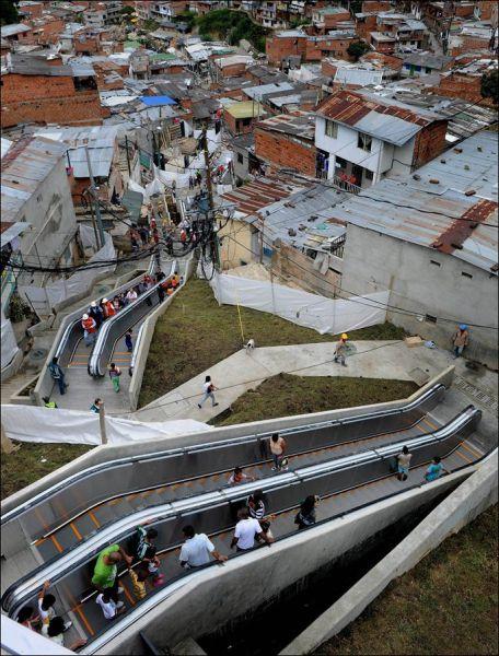 escada rolante na comunidade (1)