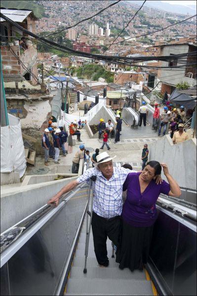 escada rolante na comunidade (2)